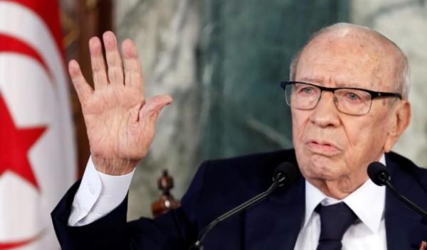 تونس ... السبسي يقبل تعديلا وزاريا في تهدئة للأزمة السياسية