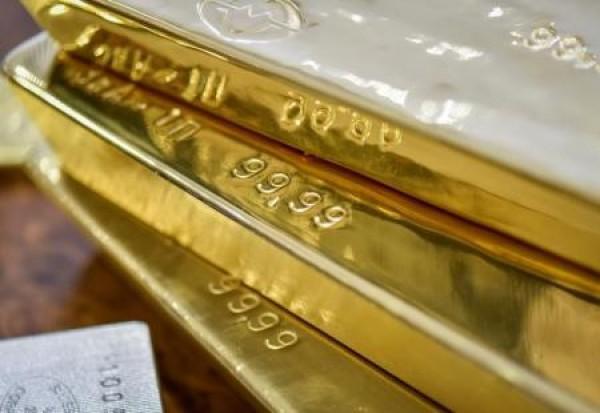 الذهب ينزل لأدنى مستوى في أسبوع