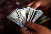 الدولار ملاذ آمن في بحر من الشكوك