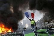 التاريخ يعيد نفسه: #مظاهرات_فرنسا تجتاح تويتر العربي