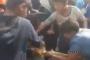 بالفيديو ... صراع أطفال من البصرة على بقايا طعام يفجر غضبا كبيرا