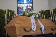بالفيديو ... أصوات من داخل تابوت توقف مراسم الدفن!