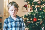 طفل اتصل بالشرطة منزعجاً من هدايا تلقاها في عيد الميلاد.. وصلت إليه سريعاً ورتبت حيلة مع أسرته