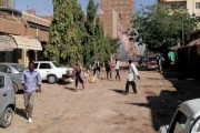 الخرطوم «ثكنة عسكرية» ومواجهات «كر وفر» مع آلاف المحتجين