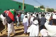 أحزاب سودانية تطالب البشير بالتنحي وبتشكيل حكومة انتقالية.. وتدعو الجيش لـ'حماية المتظاهرين'