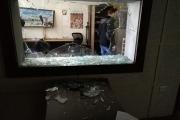 خمسة ملثمين يدمّرون مقر تلفزيون فلسطين في غزة بعد اقتحامه