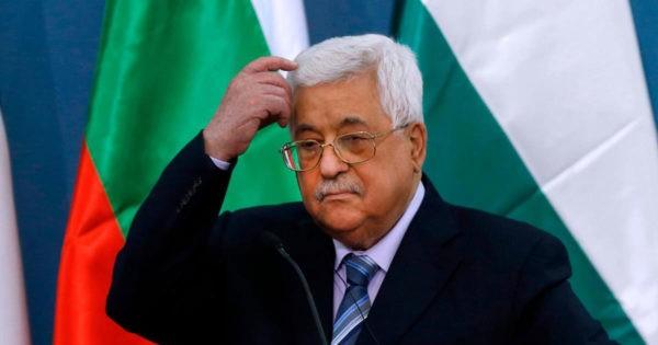صحيفة إسرائيلية: جولات أبو مازن سيئة اقتصادياً على الفلسطينيين وعلى صحته(!)