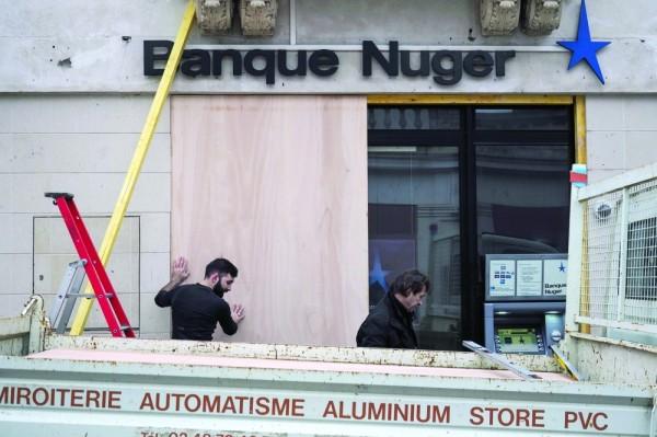فرنسا تتحسّب لعنف خلال احتجاجات اليوم