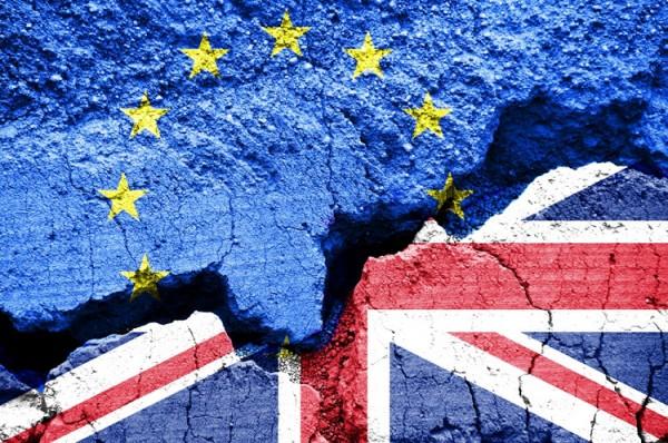 «بلومبرغ»: بريطانيا ... طريقان لإنهاء جمود «البريكست»