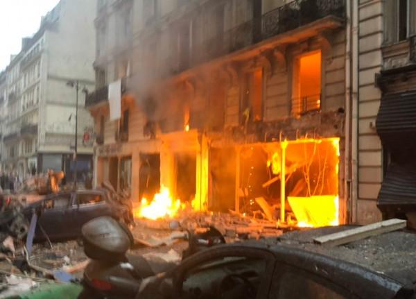 بالفيديو ... إنفجار قوي بمخبز في باريس