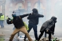 السترات الصفر: متظاهر مُلاكم، وشرطي عنيف، وحرب إلكترونية