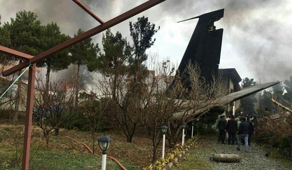 بالصور ... تحطم طائرة شحن عسكرية فوق مجمع سكني قرب طهران