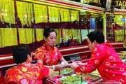 تفاؤل عالمي باستمرار لمعان الذهب في العام الجاري .. وتوقعات ببلوغه 1425 دولارا