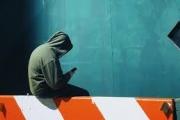 كيف صنعت مواقع التواصل موضة 'المنتحر البطل'؟
