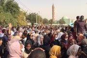 سيناريوهات لانتفاضة السودانيين... هل ينقلب الجيش على البشير أو تتكرر 'التجربة السورية'؟