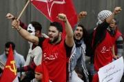 شباب لبنان يعيشون هاجس التغيير دون التخلي عن زعيم الطائفة