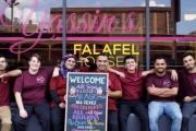 لاجئ سوري يطعم موظفي الحكومة بالولايات المتحدة مجانا