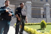 إيران: إصابة 3 ضباط بانفجارين استهدفا الشرطة