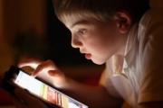 هذا تأثير قضاء الأطفال وقتا أطول على الشاشات على تطورهم