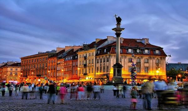 انقسامات حول «وارسو»