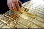 الذهب ينزل مع ارتفاع الدولار بدعم من توترات التجارة