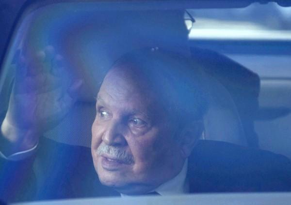 'لوموند' تعتبر ترشح بوتفليقة لولاية خامسة خبراً سيئاً للجزائر وفرنسا