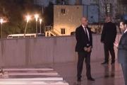 بالصور ... الحريري يزور ضريح والده في وسط بيروت