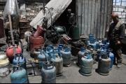 طوابير طويلة بالمدن السورية تنتظر الحصول على أسطوانات الغاز