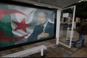 الحزب الحاكم بالجزائر يحشد دعماً لبوتفليقة... ومخاوف من صدامٍ بالشارع مع الحركات المعارضة