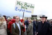 ماذا يعني خروج بريطانيا من الاتحاد الأوروبي بدون اتفاق لمن يعيشون على الحدود الأيرلندية؟