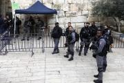 بالفيديو ... الاحتلال يغلق بوابات الأقصى بعد الاعتداء على المصلين