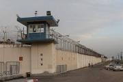 توتر بسجن 'النقب' بعد نشر الاحتلال أجهزة تشويش داخله