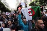 الغارديان: لماذا تساهلت السلطات في الجزائر مع المتظاهرين؟