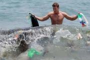 جزئيات البلاستيك الدقيقة تفتك بالكائنات البحرية والإنسان