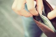 لا تستطيع التوقف عن صرف الأموال؟ هذه النظريات النفسية الخمس تفسر السبب