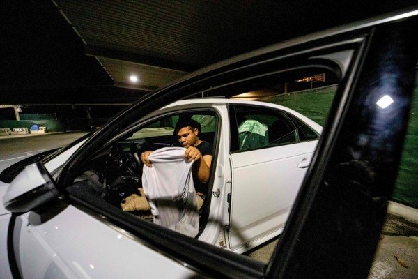 مواقف السيارات توفر ملاذا آمنا لمشردي كاليفورنيا