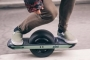 بالفيديو.. لوح كهربائى جديد بعجلة واحدة سهل الحركة فى المشاوير القصيرة