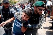 'رحلة جحيم لا تنتهي'.. حكايات اعتقال الأطفال الفلسطينيين