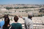 حرب الرحلات المجانيّة إلى إسرائيل... وهم