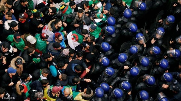 الجزائر.. قوى معارضة ترسم خريطة 'ما بعد بوتفليقة'