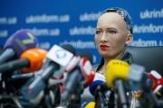 الروبوت صوفيا تطالب بمنحها حقوق البشر