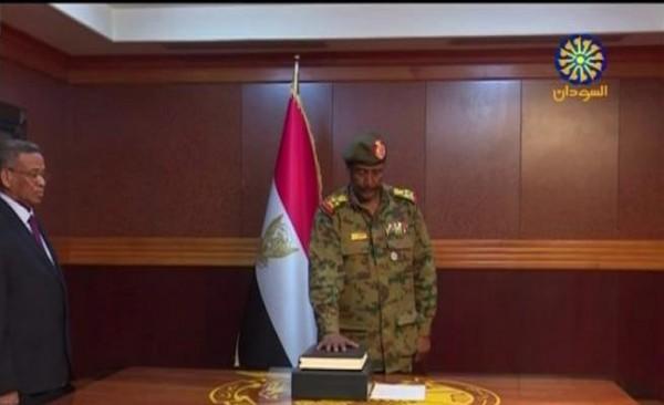 من هو رئيس المجلس العسكري السوداني الجديد عبد الفتاح برهان؟