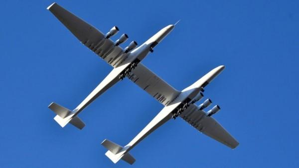 أكبر طائرة في العالم تحلق بعد وفاة مؤسسها