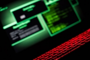 حذار من Scranos.. برنامج خبيث متطور يسرق بياناتك ويشترك عنك بقنوات يوتيوب