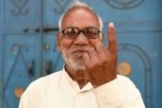 بالفيديو ... هندي يقطع إصبعه بعد أن صوت لمودي بالخطأ