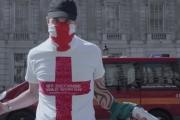 بالفيديو ... هكذا تعرض عنصريون بريطانيون لخدعة من منظمة للمسلمين