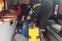 إصابة عامل سوري سقط عن عمود كهرباء في الدورة