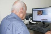 مواقع التواصل الاجتماعي منطقة مجهولة لكبار السن