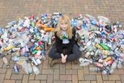 التنمر يجبر «فتاة القمامة» على ترك مدرستها