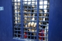 تقرير عن السجون الإسرائيلية: إهانات وتقييد لسجناء فلسطينيين خلافاً للقانون